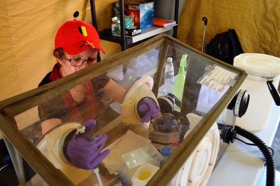 het B-LiFE laboratorium voor de strijd tegen ebola